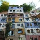 Prédio em Viena tem fachada anárquica e telhado arborizado