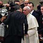 El Papa recibe la Copa Libertadores ganada por San Lorenzo