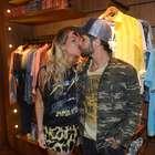 Giovanna Ewbank dá beijão em Bruno Gagliasso em evento