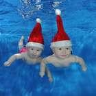Fofura! Com fantasia de Natal, bebês fazem ensaio na água