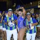 Com look revelador, Dani Bolina mostra samba no pé em ensaio