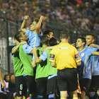 Líder, Uruguai goleia Chile e classifica Brasil à 2ª fase