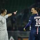 Ibrahimovic se burla de un rival en pleno partido