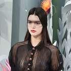 Chanel faz desfile com jardim e irmã de Kim Kardashian
