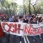 Padres de 43 normalistas marchan nuevamente por justicia