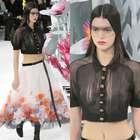 Kendall Jenner luce transparencias en el desfile de Chanel