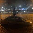 Chuva em SP transborda córrego e deixa ruas alagadas