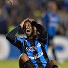 ¡Menudo clavado de Ronaldinho ante Santos Laguna!