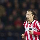 Andrés Guardado, titular en espectacular voltereta del PSV