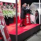 Japoneses 'gritam' em público para declarar amor às esposas