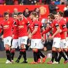 Falcao e Van Persie marcam, e United vence lanterna em casa