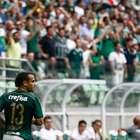 Maikon Leite marca e comemora redenção de gol perdido