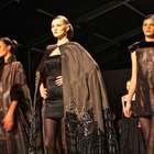 Estilista transforma desfile em baile de Carnaval em NY
