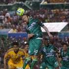Un gol de Vuoso da triunfo a Jaguares sobre Tigres
