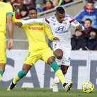 Lyon sufre para ganar y recuperar el liderato en Francia