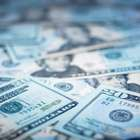 Dólar recua 1% ante real, mas fecha sexto mês em alta