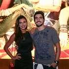 Mariana Rios e Caio Castro fazem charme em evento de grife