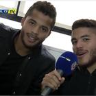Hermanos Dos Santos premian a aficionados de Villarreal