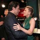 Scarlett Johansson diz que beijo de Travolta foi