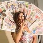 Tilsa Lozano luce vestidos hechos de periódicos peruanos