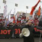 Morte de opositor polariza Rússia e leva milhares às ruas