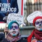 Catrinas protestan en Londres contra Peña por Ayotzinapa