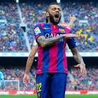 Dani Alves, cada vez más lejos del Barça