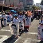 Familiares de normalistas de Ayotzinapa marchan en Acapulco