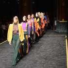 Balmain presenta colección brillante y electrizante en París
