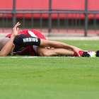 Dória sente lesão no tornozelo e deixa treino no Morumbi