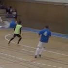 ¡Increíble! Gol de chilena de un árbitro en Futbol de Sala