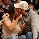 Famosos son captados por la temida y adorada 'kiss cam'