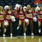 Lucen bellas porristas en el basquetbol colegial de la NCAA