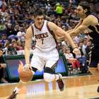 Ilyasova anota 34 puntos y Bucks superan a Pacers