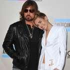 """Padre de Miley Cyrus defiende a Patrick: """"es un buen chico"""""""