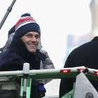 Tom Brady asusta a sus fans al lanzarse en un acantilado