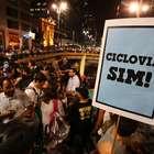 Ciclistas fazem manifestação em apoio às ciclovias em SP