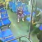 Video: Niña de 4 años aborda sola un autobús en Filadelfia