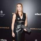 Aos 49 anos, Brooke Shields aparece musculosa em pré-estreia