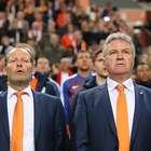 """Hiddink llama """"sinvergüenzas"""" a los que silbaron a Iniesta"""