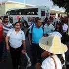 Maestros normalistas cierran terminal de autobuses de Oaxaca