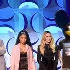 Rihanna también se distrae con el escote de Nicki Minaj