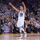 Monstro! Curry faz 45 pontos e bate recorde de cestas de 3
