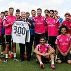Florentino regala a Cristiano una camiseta por los 300 goles