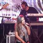 Anitta abusa da sensualidade em casa de show em SP