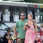 Grávida, Luana Piovani exibe barrigão em caminhada no Rio