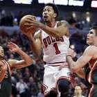 Derrick Rose luce en forma y conduce victoria de Bulls