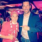 Andrés Guardado celebra título con Van Nistelrooy