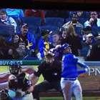 Fanática recibe pelotazo en la cabeza en juego de beisbol