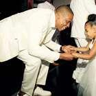 Fofa! Filha de Beyoncé e Jay-Z rouba cena em casamento